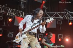 Earth Wind and Fire Live at Sunset ZH 2013-2
