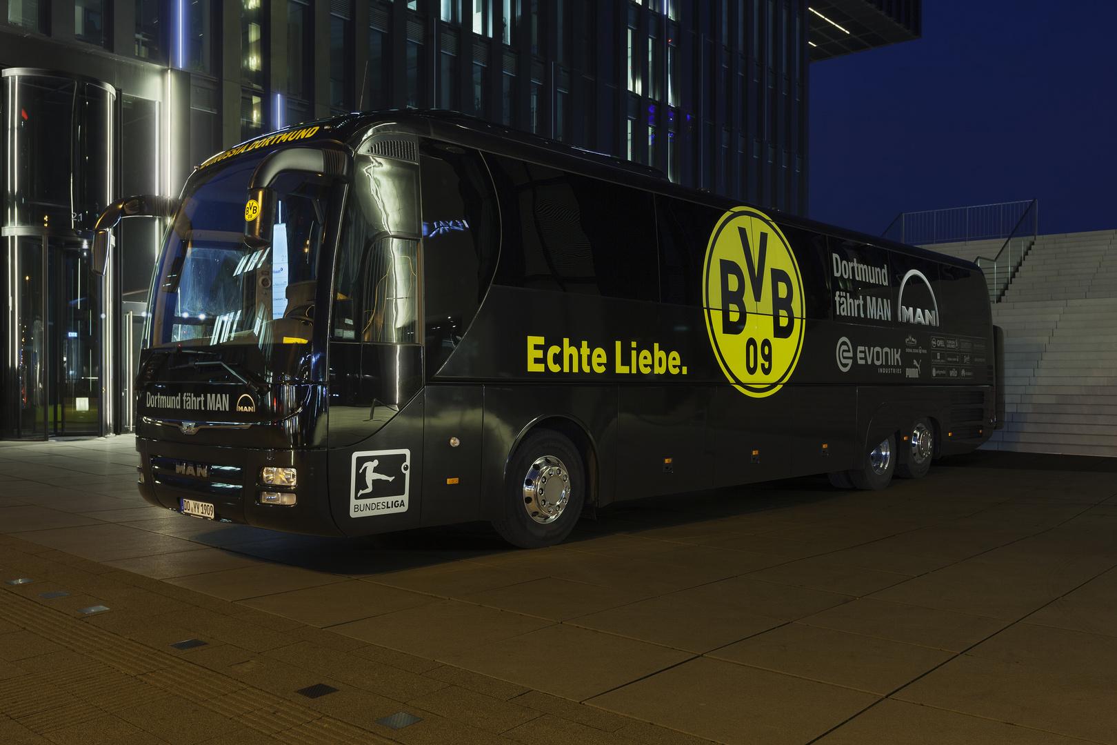 Echte Liebe Mannschaftsbus Borussia Dortmund In Düsseldorf Foto