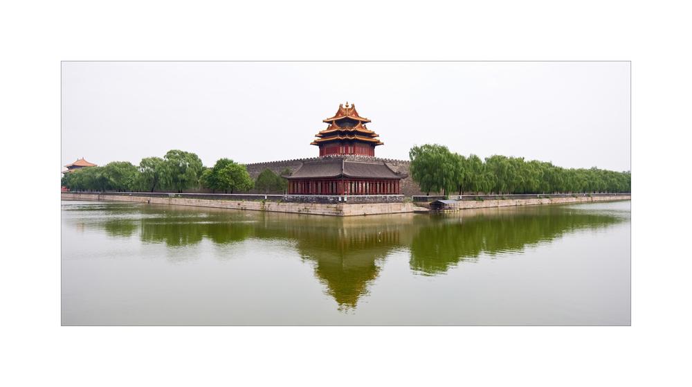 """Eckturm der """"Verbotenen Stadt """" in Peking"""