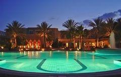 Eclairage piscine à l'heure bleue