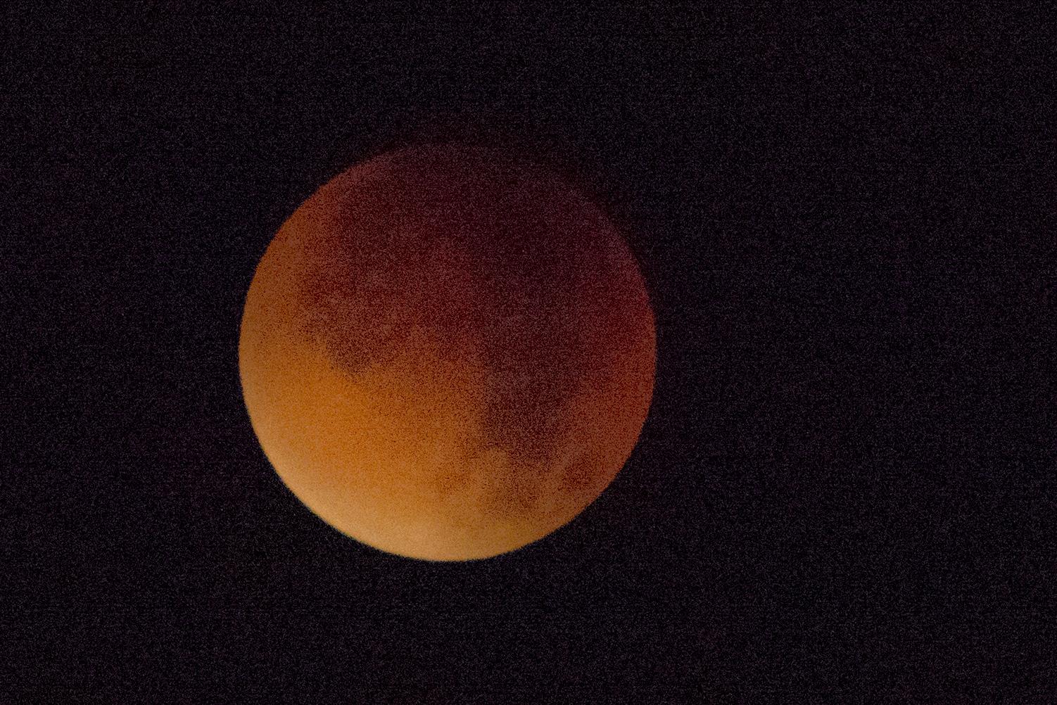 Eclipse et lune rouge