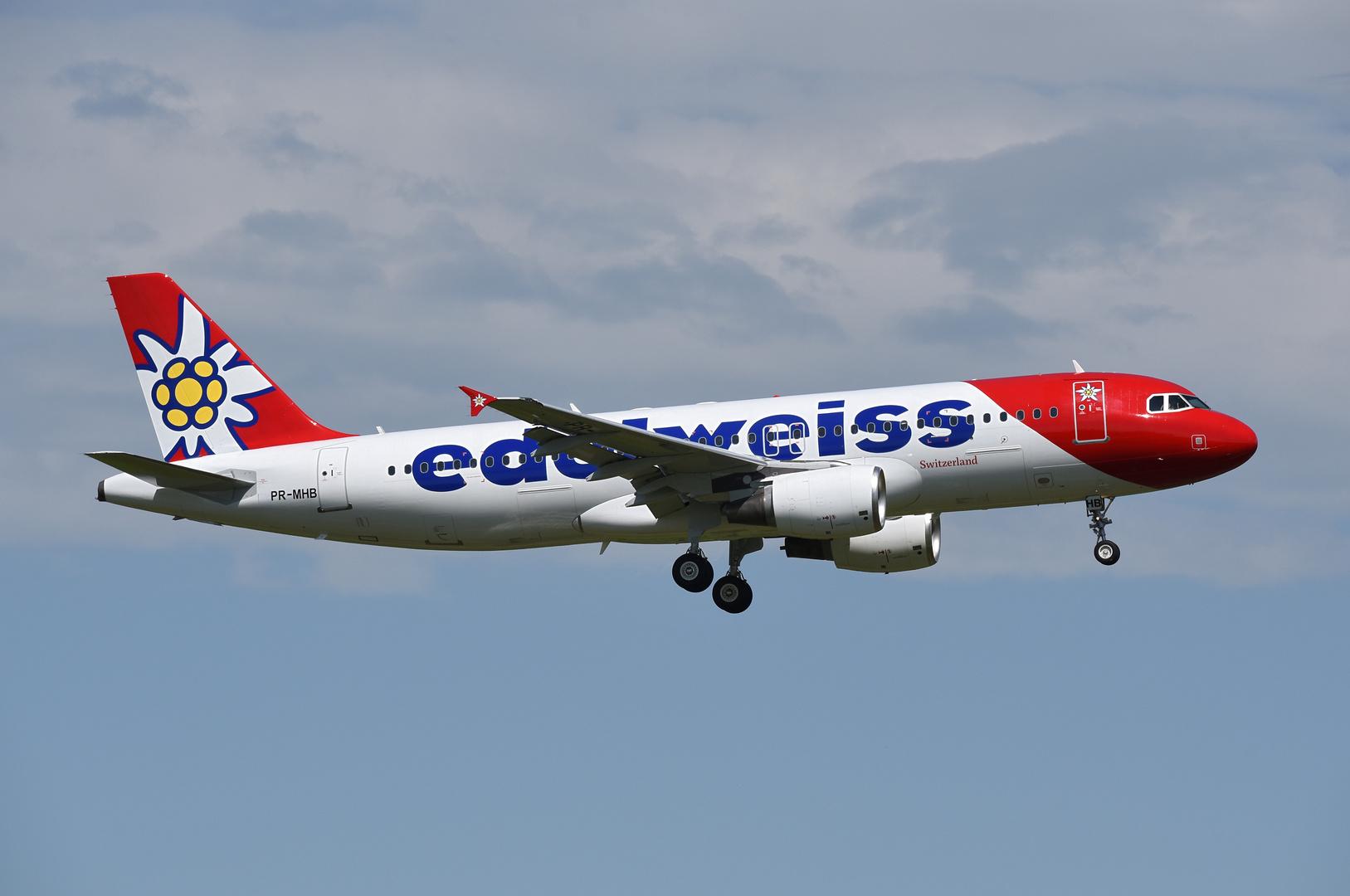 Edelweiss Airbus A320 PR-MHB