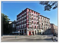 Edificio colorido de la calle Bailen en Madrid (Panoramica 3x2 Img) MiniKM3.5