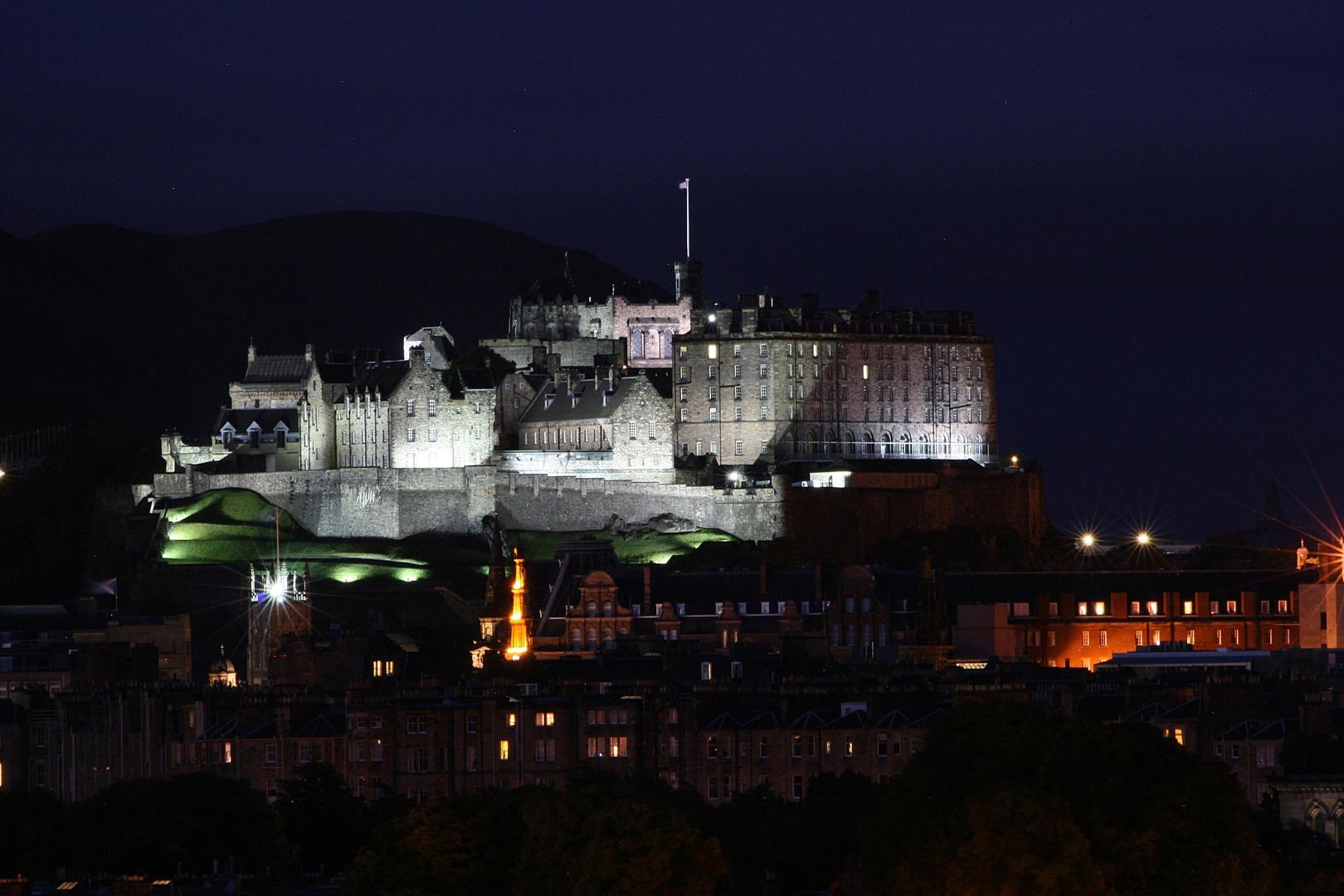 Edinburgh Castle bei Nacht