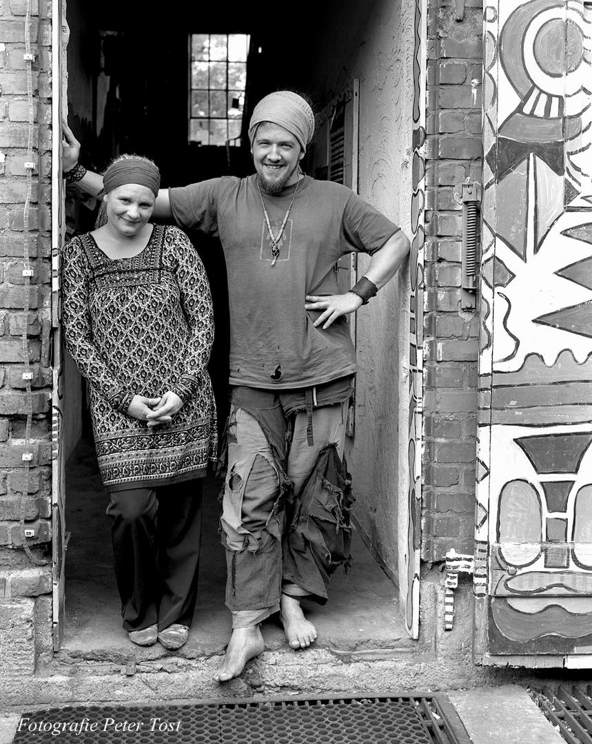 Edith und Stephan in der Kofferfabrik