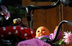 Egal, auch Puppen haben in Münster ein Fahrrad !