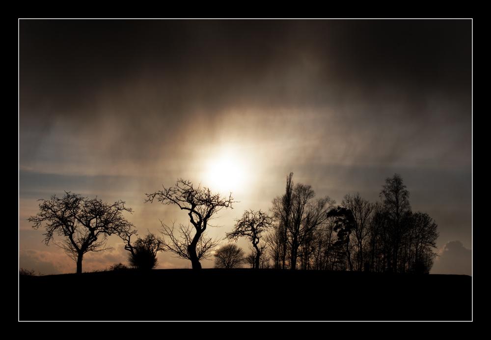 ... ehe ein Licht durch die Wolken drang!