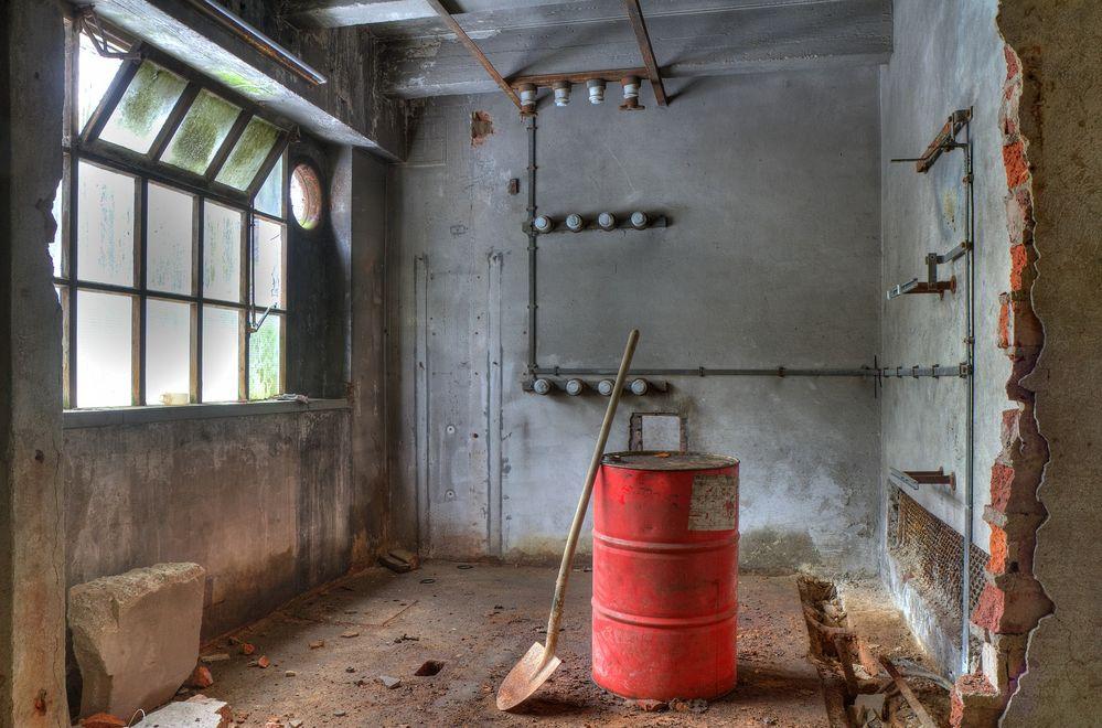Ehemaliger Elektroraum in alter Papierfabrik