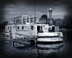Ehemaliges Theaterschiff, Berliner Landwehrkanal