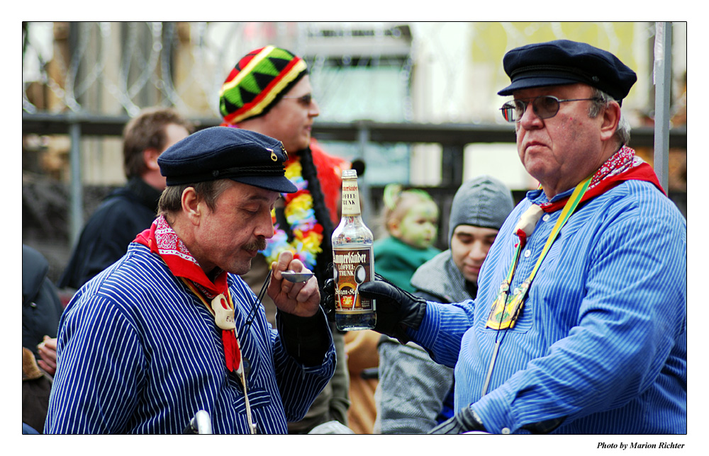 Ei, trinke mer noch ooner...