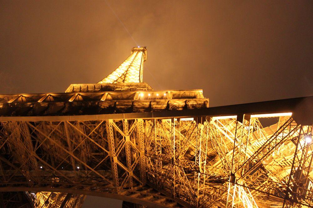 Eifelturm bei Nacht von Funnyresult