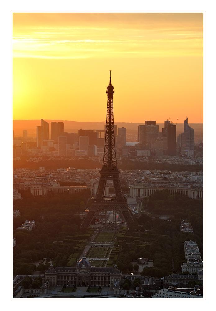 Eiffelturm im Abendlicht