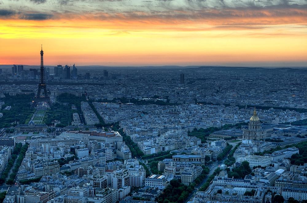 Eiffelturm nach Sonnenuntergang