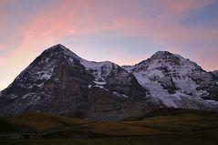 Eiger und Mönch im Morgenlicht  noch während des Hellwerdens gestern früh