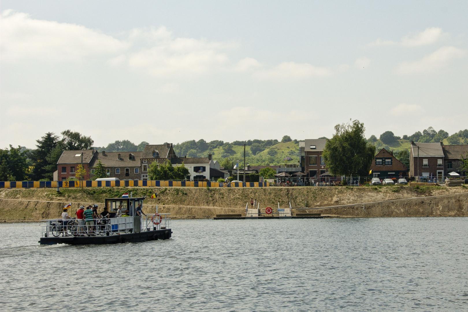 Eijsden - Meuse River - View on Lanaye (Belgium) - 02