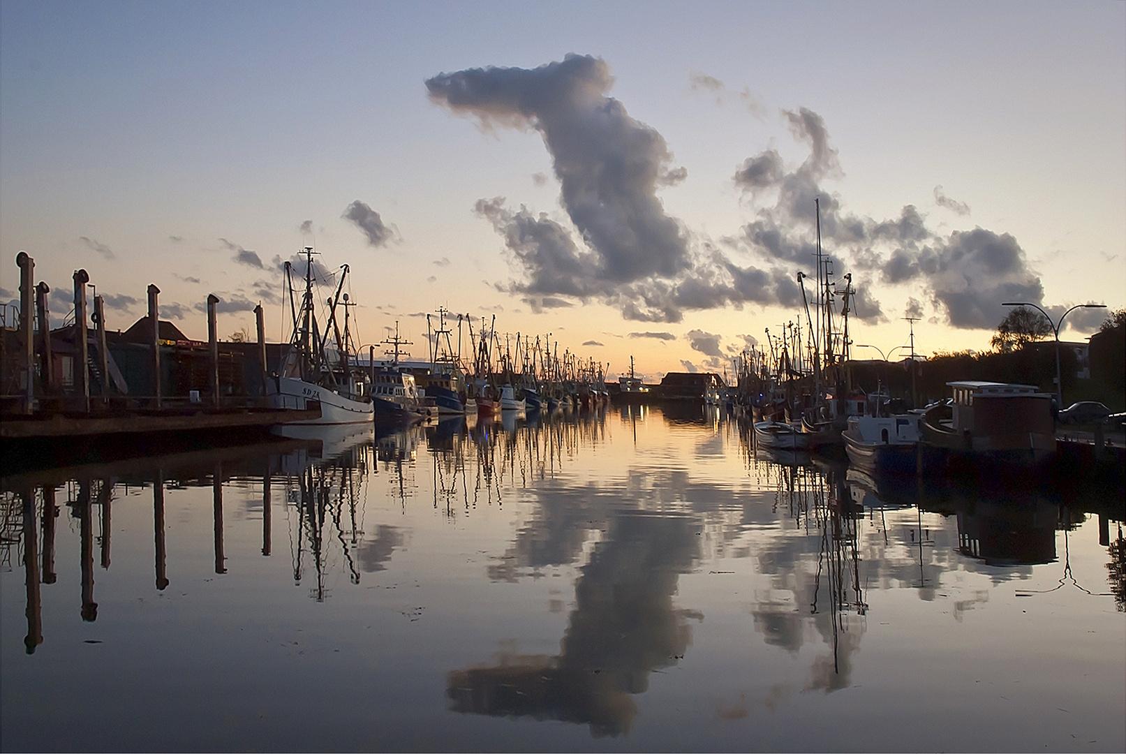 Ein Abend in Hafen von Büsum an der Nordsee