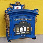 Ein alter Postbriefkasten