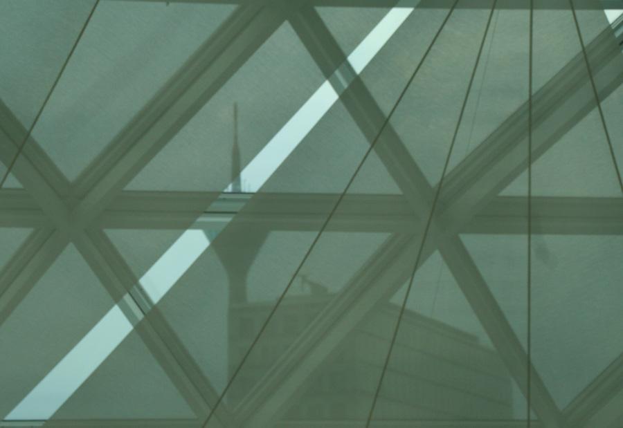 ein anderer Blick durchs Glasdach des K21, Düsseldorf