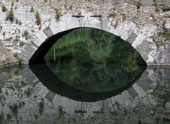 Ein Auge, in ...