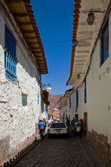 Ein-Bahn-Straße in Cuzco