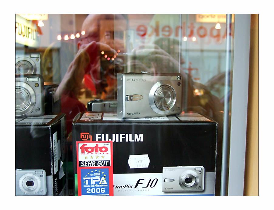 Ein Bild für Frau Z.: Selbstporträt. Fuji F30 fotografiert Fuji F30.