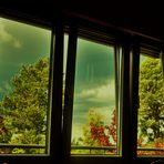 ein Blick durch die Fenster am Nachmittag