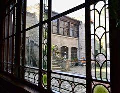 Ein Blick in den Burghof aus der Burggaststätte