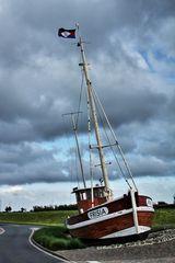 Ein Boot auf dem Trockenen