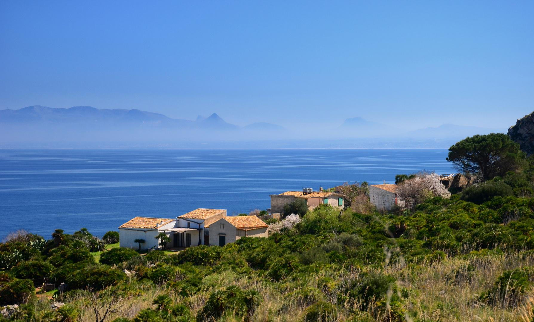Ein Dorf am Meer (Sizilien)