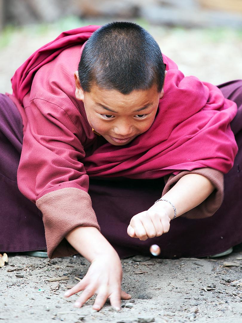 Ein echter Mönch hält seinen Mittagsschlaf, auf wenn die Welt untergeht. Natsume Sôseki