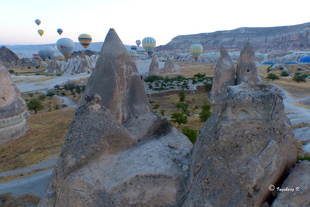 Ein erster Blick aus der Luft auf die bizarre Felsenlandschaft