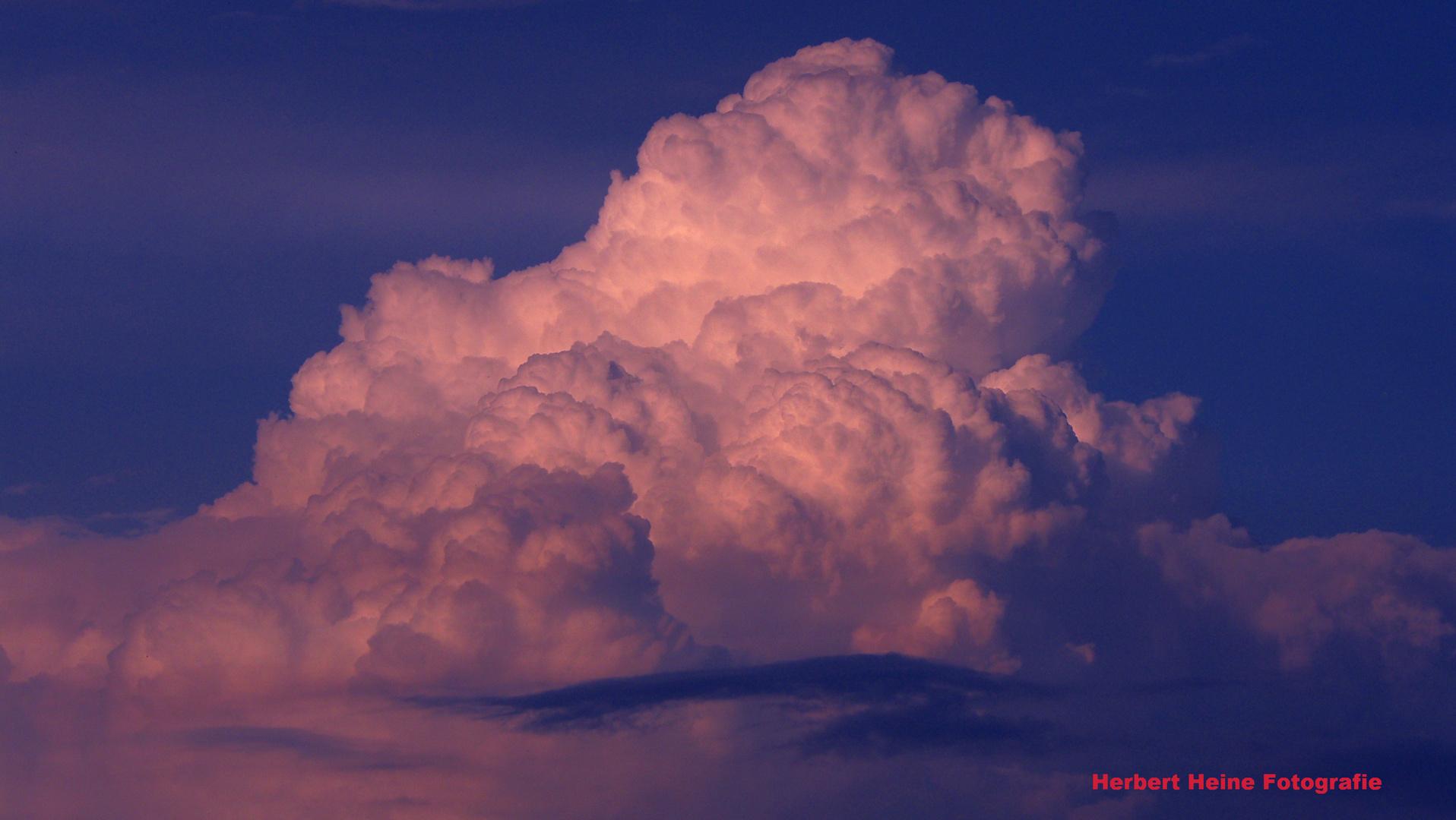 Ein fantastisches Wolkenschauspiel.........