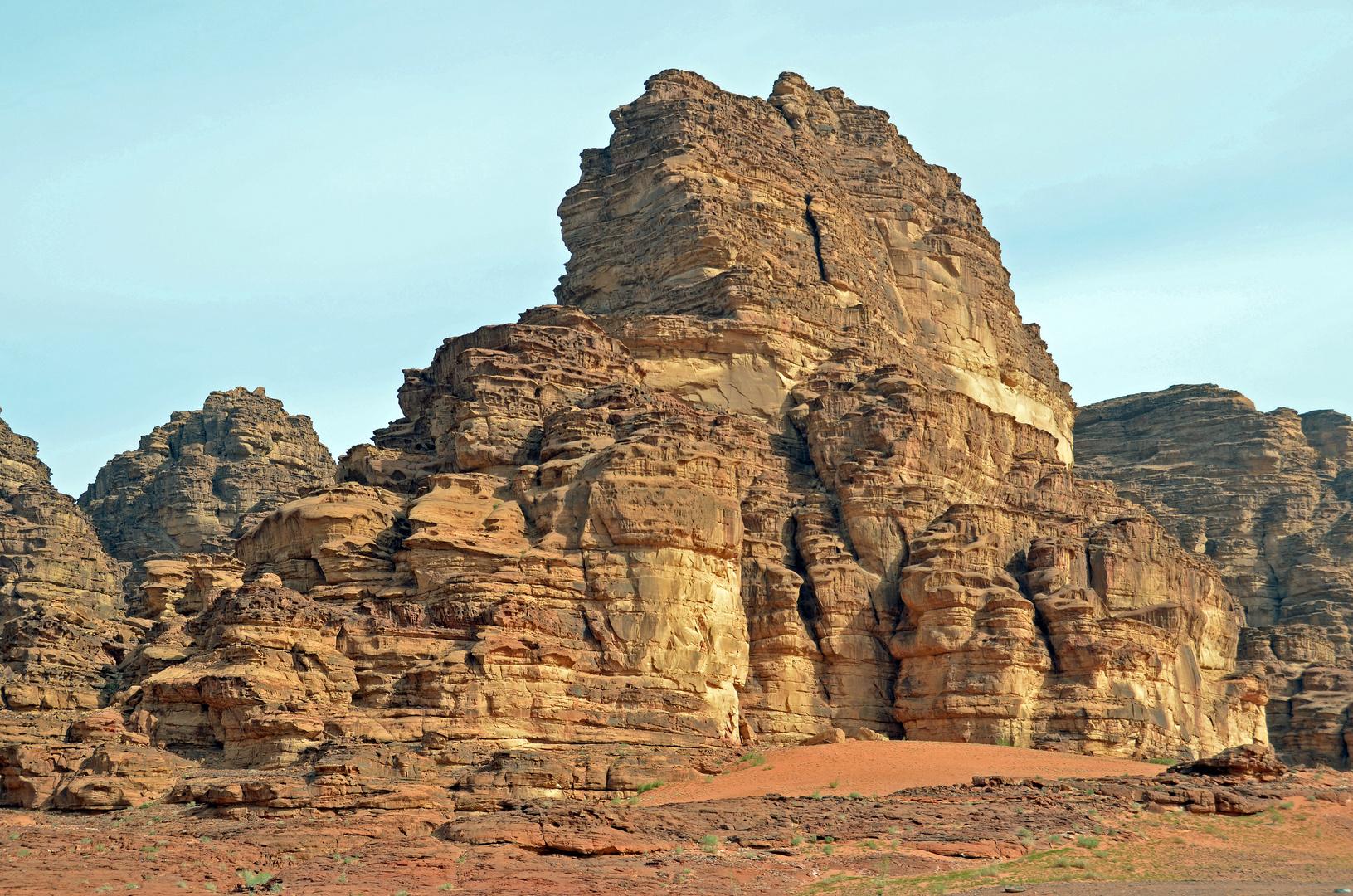 Ein Felsturm im Wadi Rum