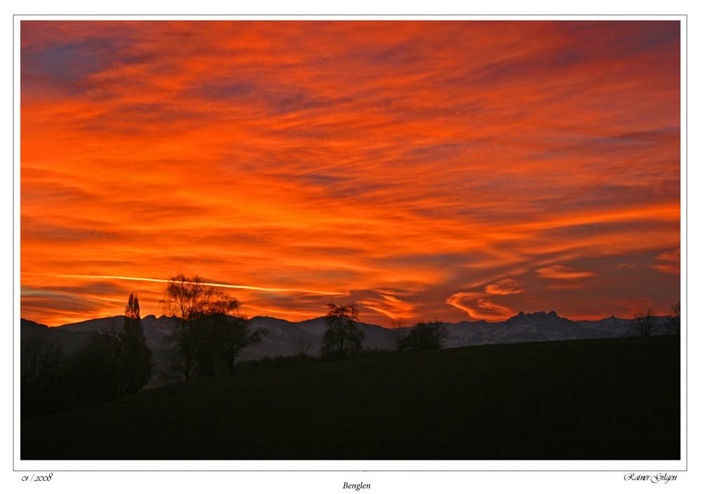 Ein feuriger Morgen über dem Zürcher Oberland