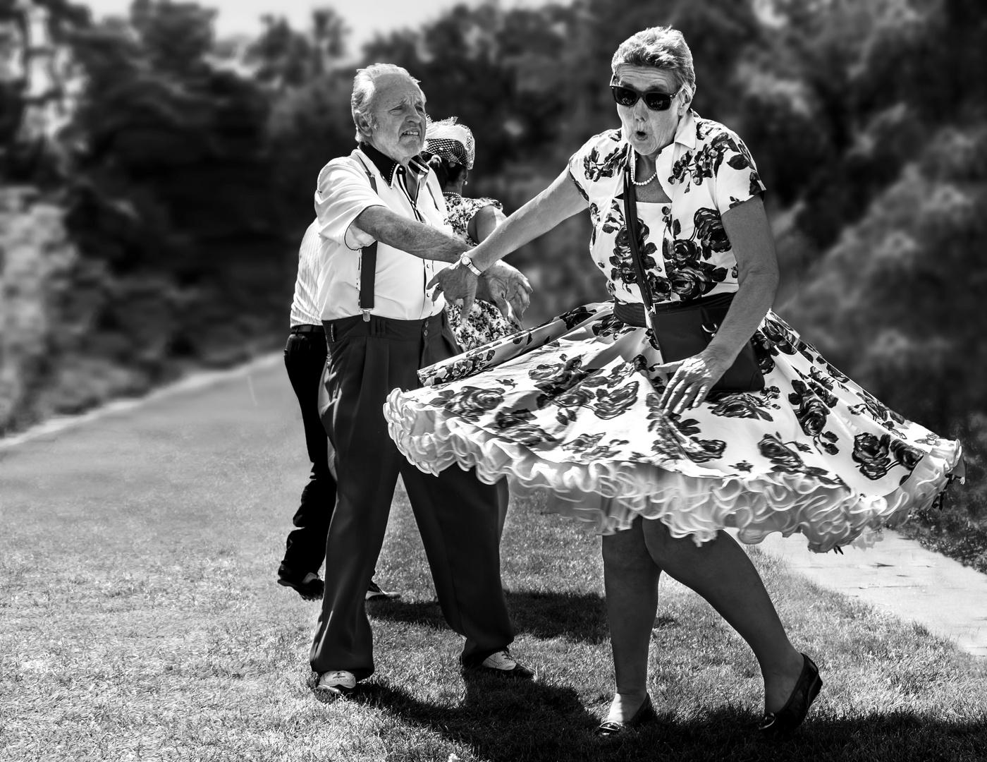 Ein flottes Tänzchen auf der Wiese ....