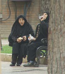 ein Frauenplausch mitten in Teheran