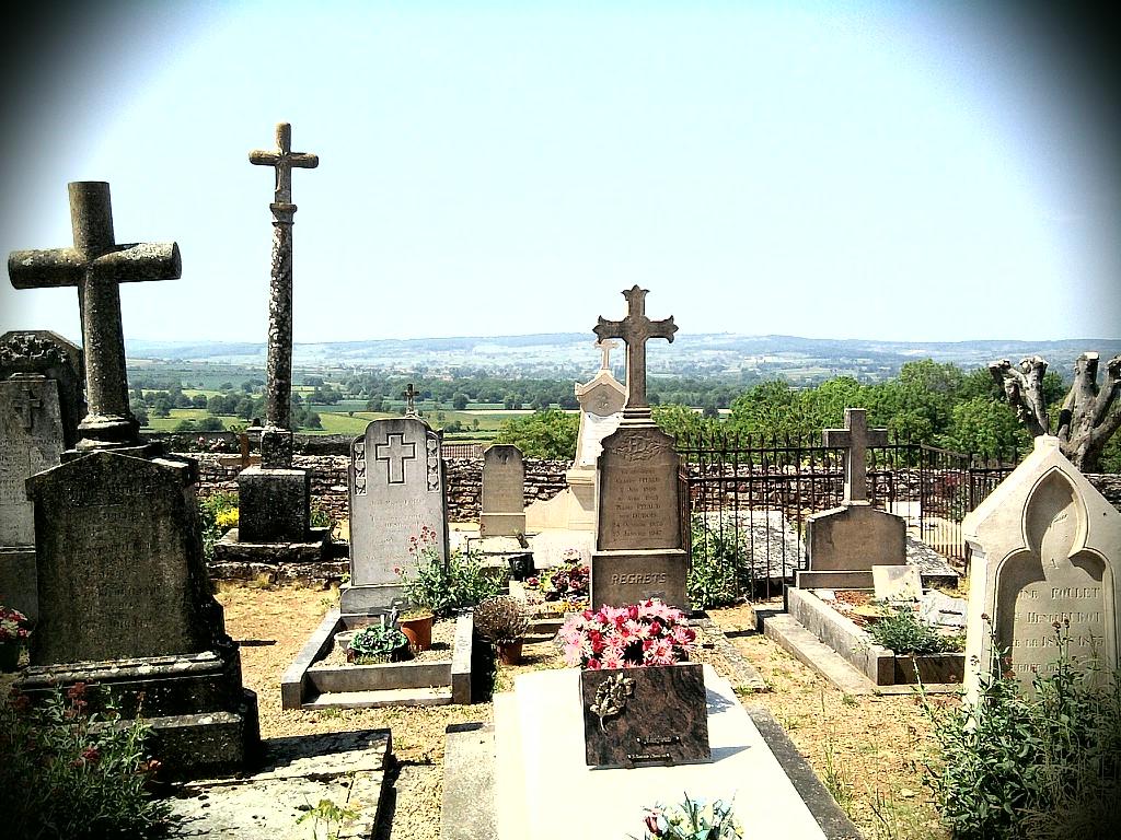 Ein Friedhof in der Nähe von Taizé in süd Frankreich