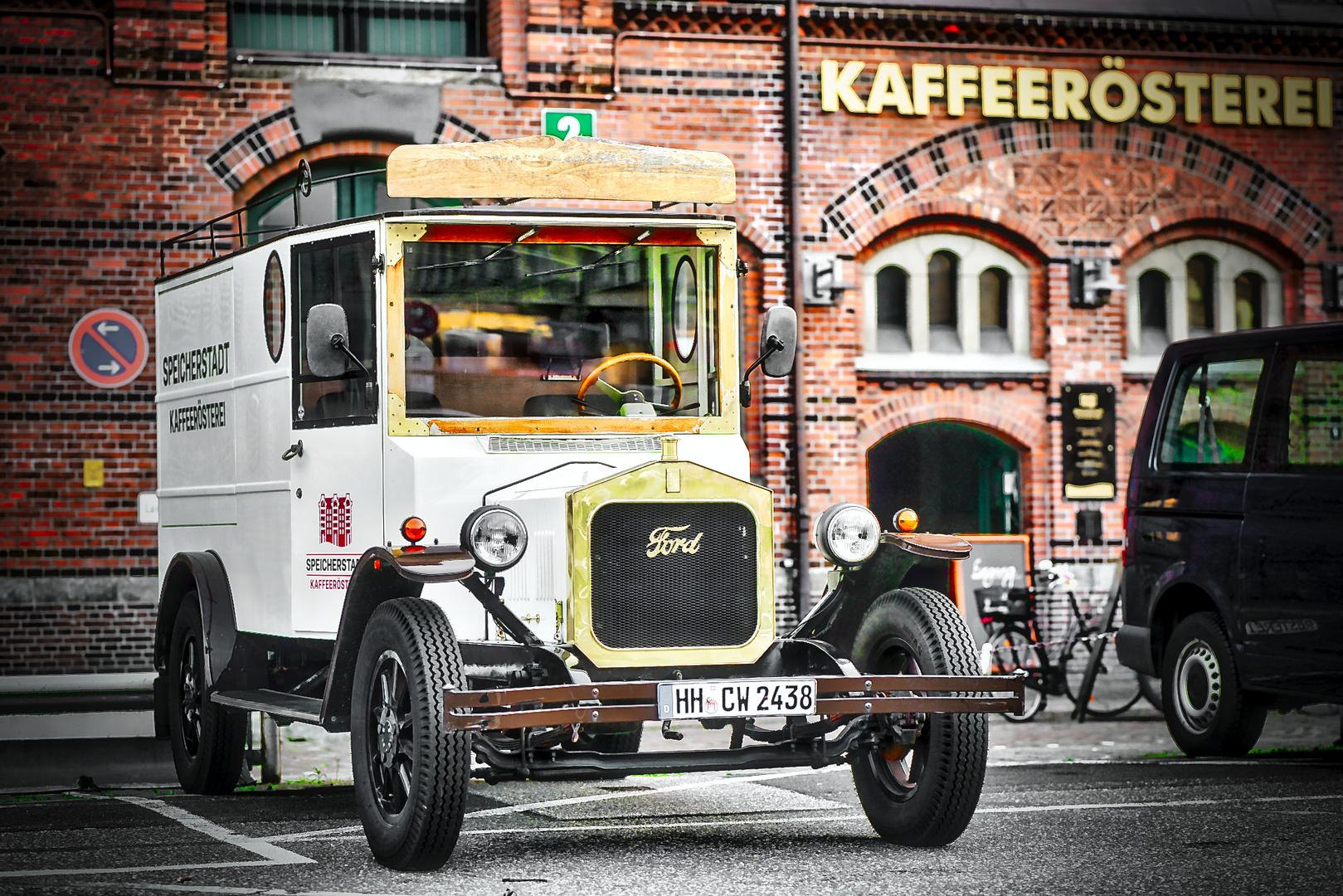 .....ein glänzendes KaffeeMobile.... der Kaffeerösterei in der Speicherstadt...