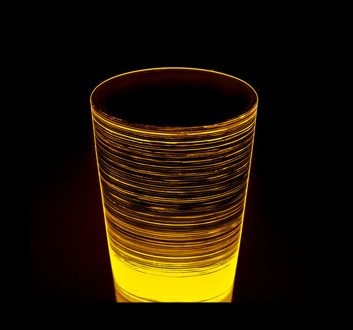 *..ein Glas Lava..*