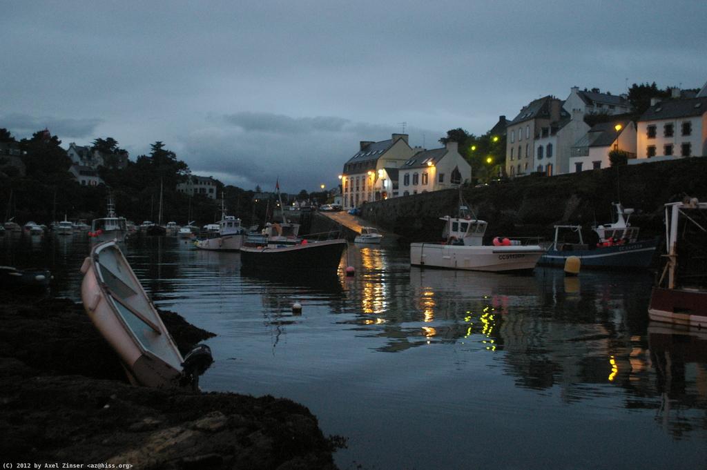 Ein Hafen irgendwo in der Bretagne irgendwann am Abend