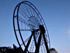 Ein halbfertiges Riesenrad....