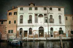 Ein Haus, ein Boot und ´ne Spiegelung im Kanal