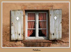 ein Haus, zwei Fenster....