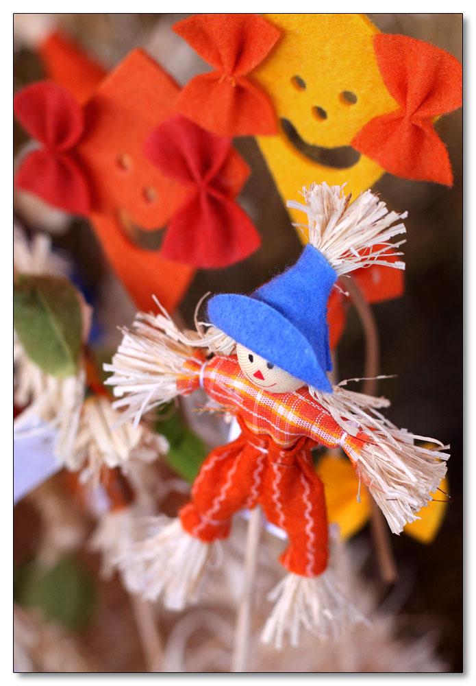 ein Herbststrohmännchenvogelscheuedingens ;-)