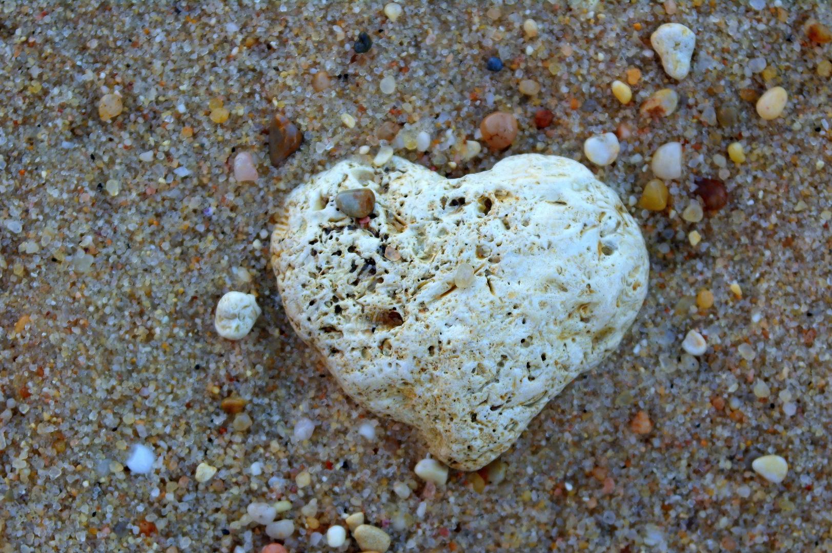 ein Herz aus Stein.... Foto & Bild | sonstiges, steine & mineralien, strand  Bilder auf fotocommunity