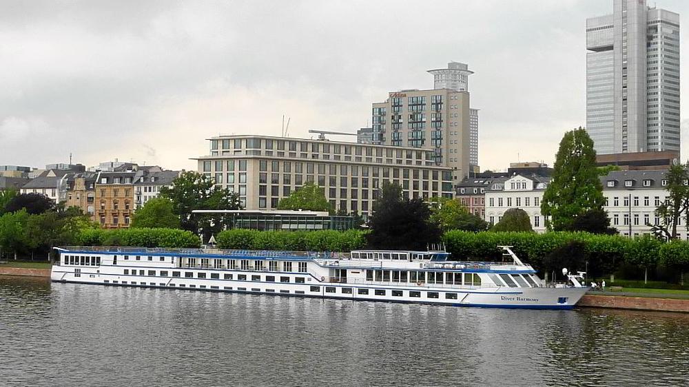 ein 'Hotelschiff'
