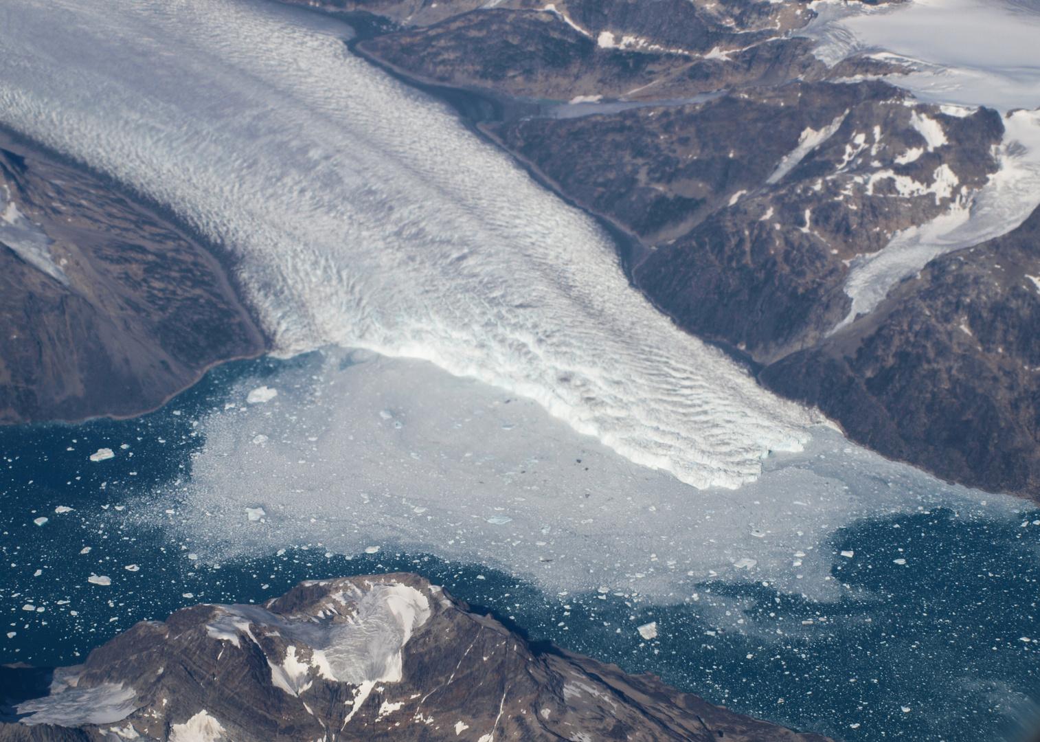 ein kalbender Gletscher aus mehr als 10 Km Höhe