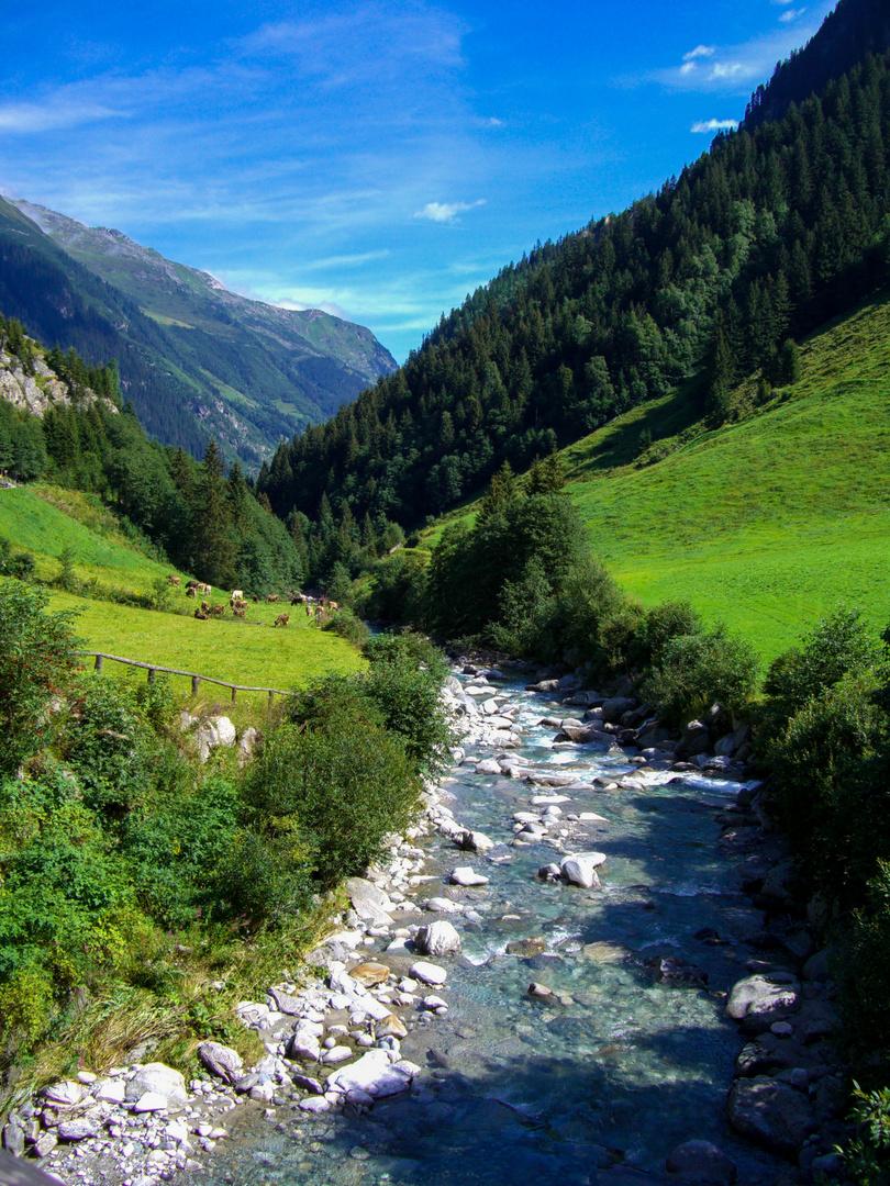 Ein kleiner Fluss im Zillertal