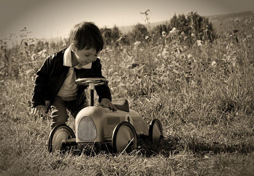 Ein kleiner Mann und sein Auto...