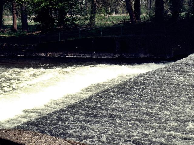 Ein Kleiner Wasserfall unserer Rur